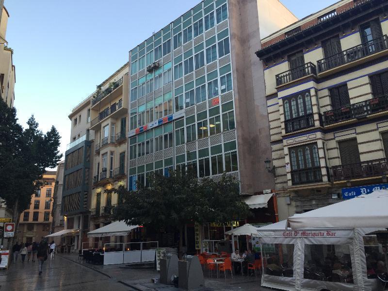 Local en plaza uncibay en malaga m laga altamira inmuebles for Plaza uncibay