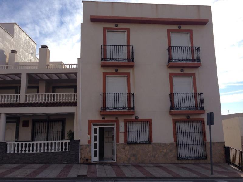 Piso de banco en almeria en venta 00210634 altamira for Pisos de bancos en almeria