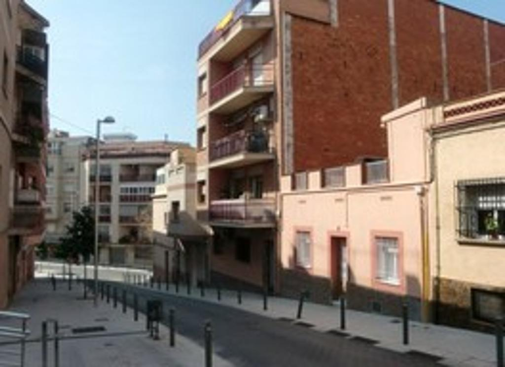 Edifici pallaresa en santa coloma de gramanet barcelona altamira inmuebles - Pisos de bancos en santa coloma de gramenet ...