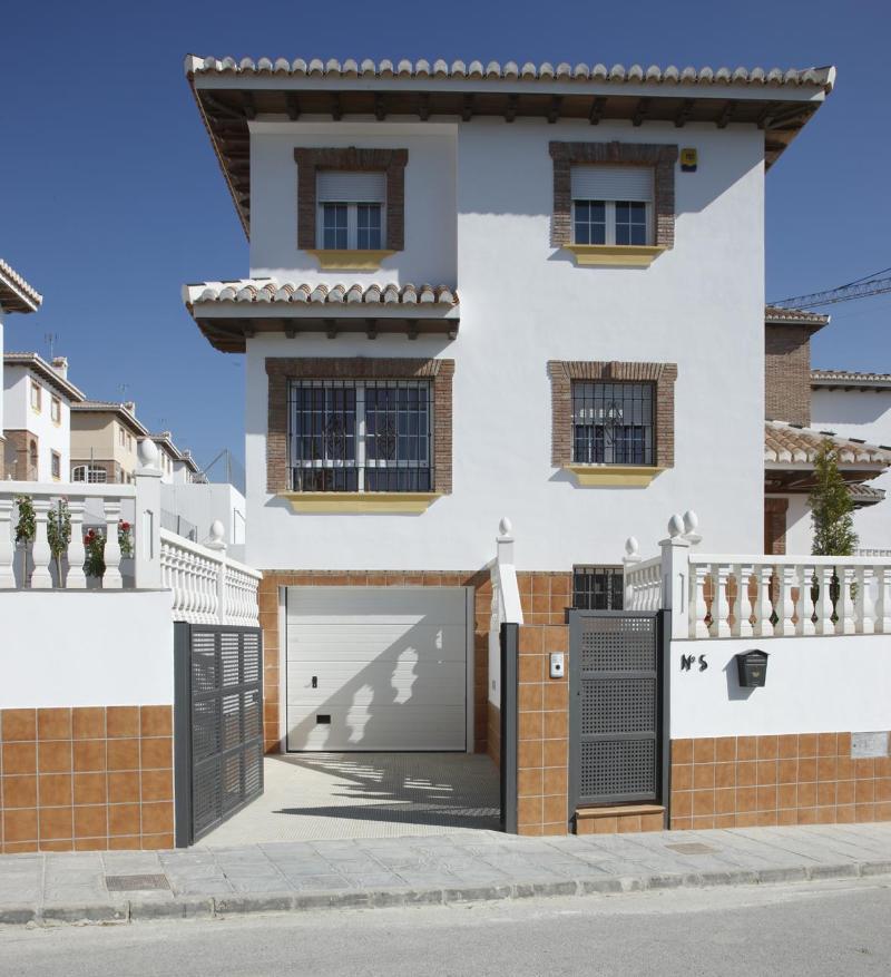 Casa de banco en otura en venta 011 vi 3 b1 altamira for Oficinas santander granada